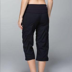 Lululemon studio crop women's 6 black pants loose